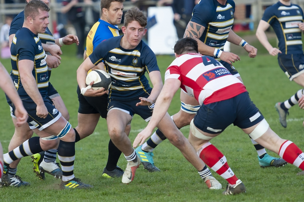 Rugby: Tunbridge Wells hang on after early red card to beat Dorking