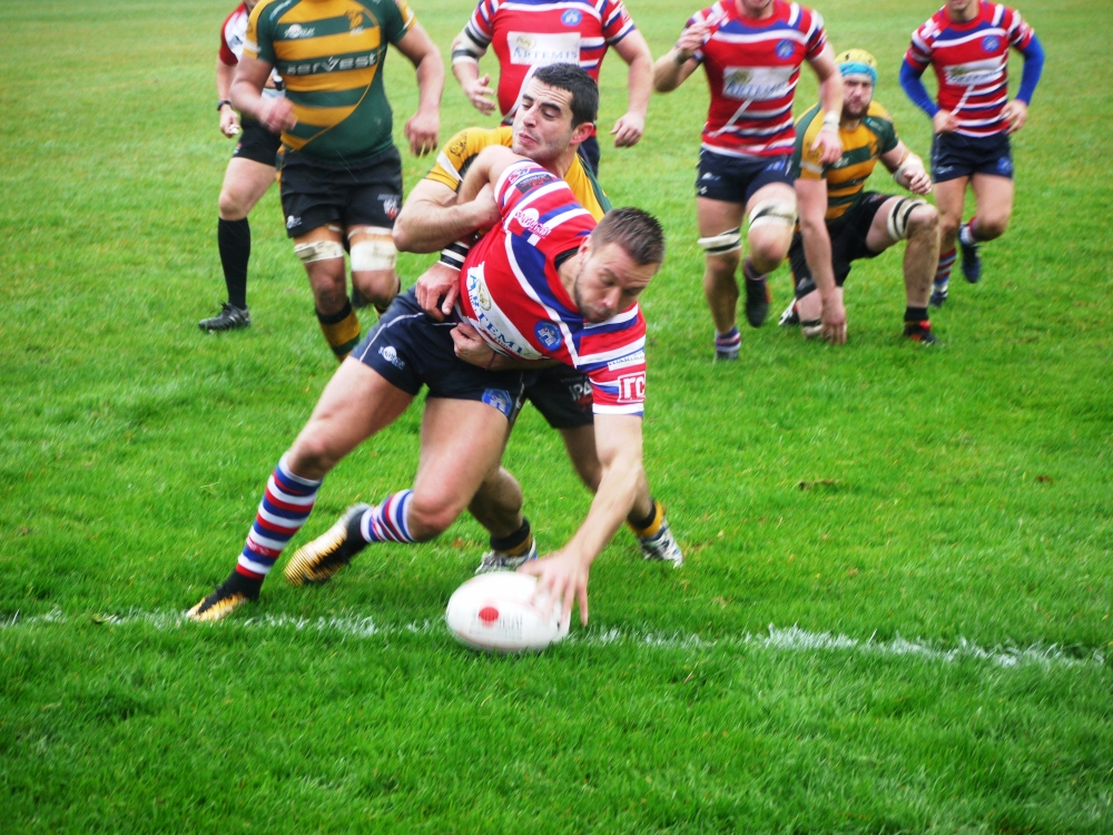 Rugby: Robinson digs deep to bury St Edmunds