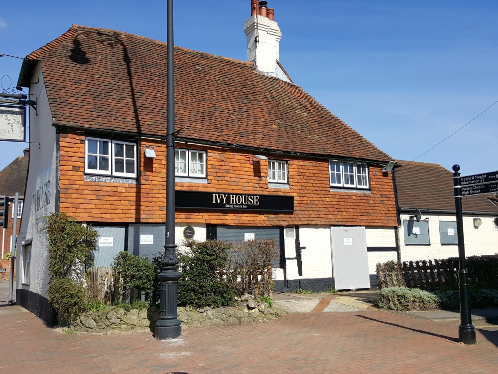 Iconic Tonbridge pub will open again soon – but how long until last orders?