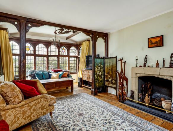 The Cottage in Tunbridge Wells has a living room with stunning period features you'd struggle to find anywhere else